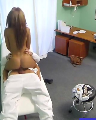 Busty real amateur euro babe takes oral from cabbie