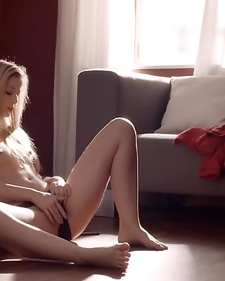 Masturbate with her pussy on the floor feature