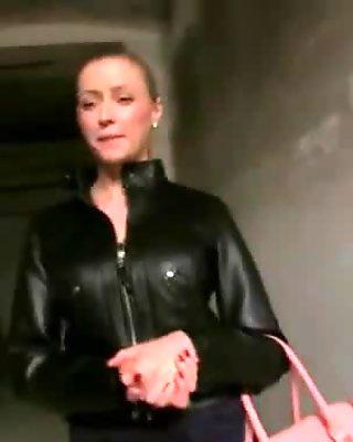Czech slut Vicktoria flashes and banged