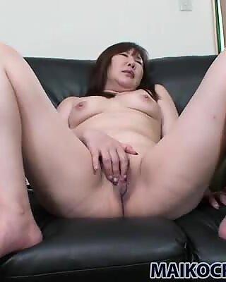 Japanese fricatrice Junko Ishikura loves fingering her pussy