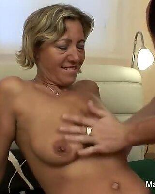 Older slut gets fucked hard