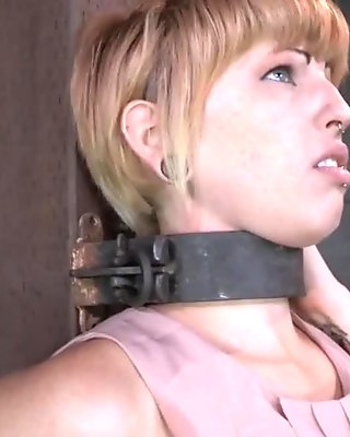 Amateur skank gets her pussy nailed and jizzed on for cash
