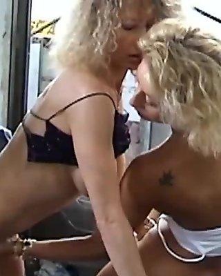 Trio au garage, partouze anale au bar