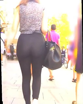 Hot Bubble Ass In Public
