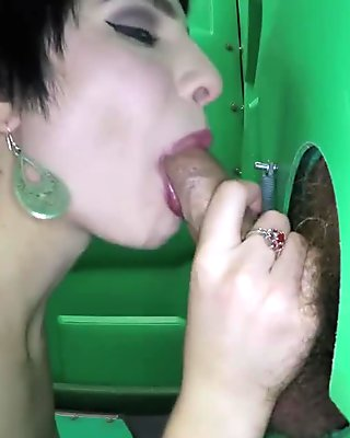 Porta Gloryhole 18 yr old sucks strangers cocks
