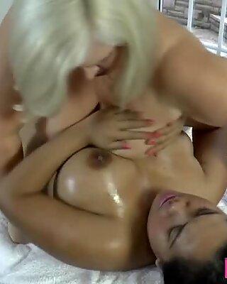 Mature masseuse eats out