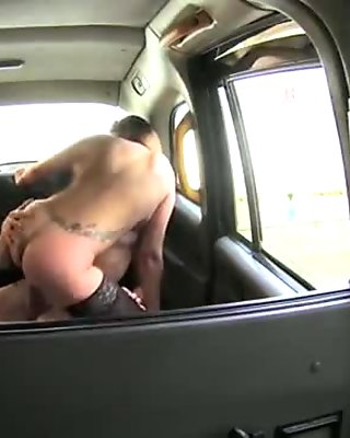 Blondan chick have sex inside the cab for a lot money