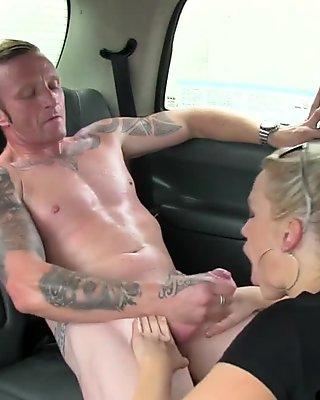 Euro girlnextdoor sucks off taxi driver